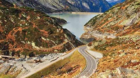 Route du col de Grimsel,  Alpes bernoises, Suisse, octobre 2019