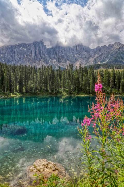 Lago di Carezza, Les Dolomites, Italie, août 2021