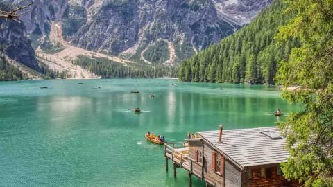 Lago di Braies, Les Dolomites, Italie, août 2021